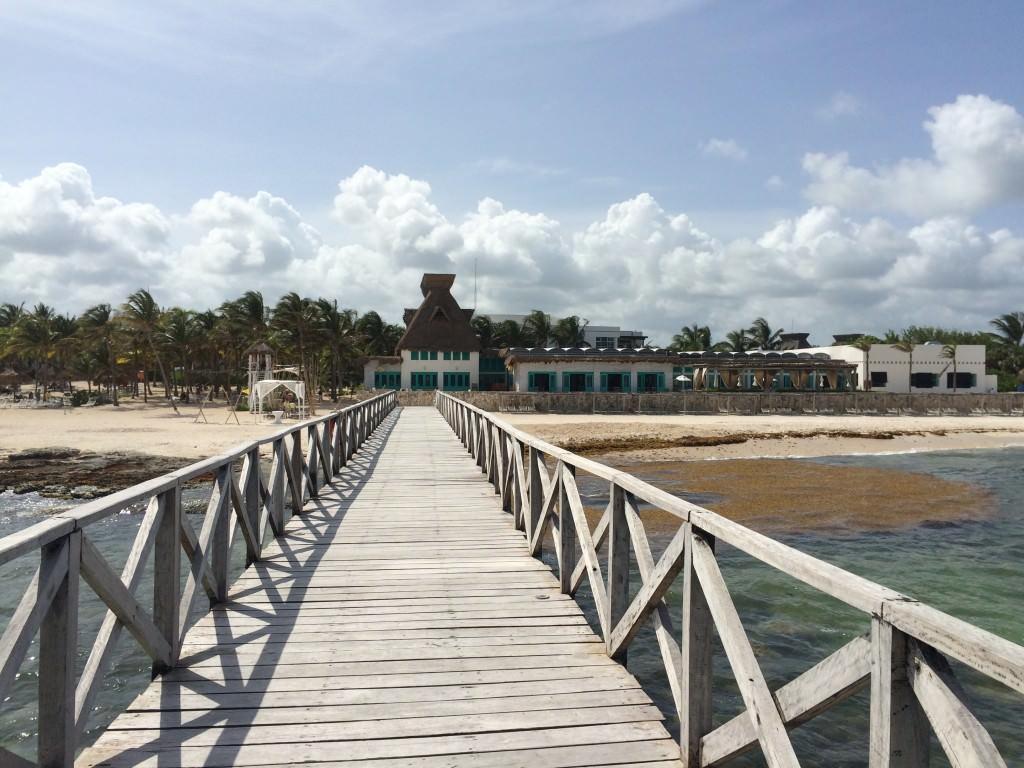 桟橋からリゾートを見た景色
