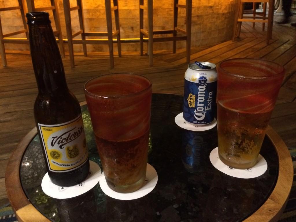 始まる前にバーでビールを
