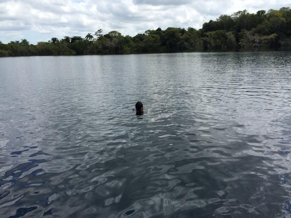 セノーテアズールで泳ぐ