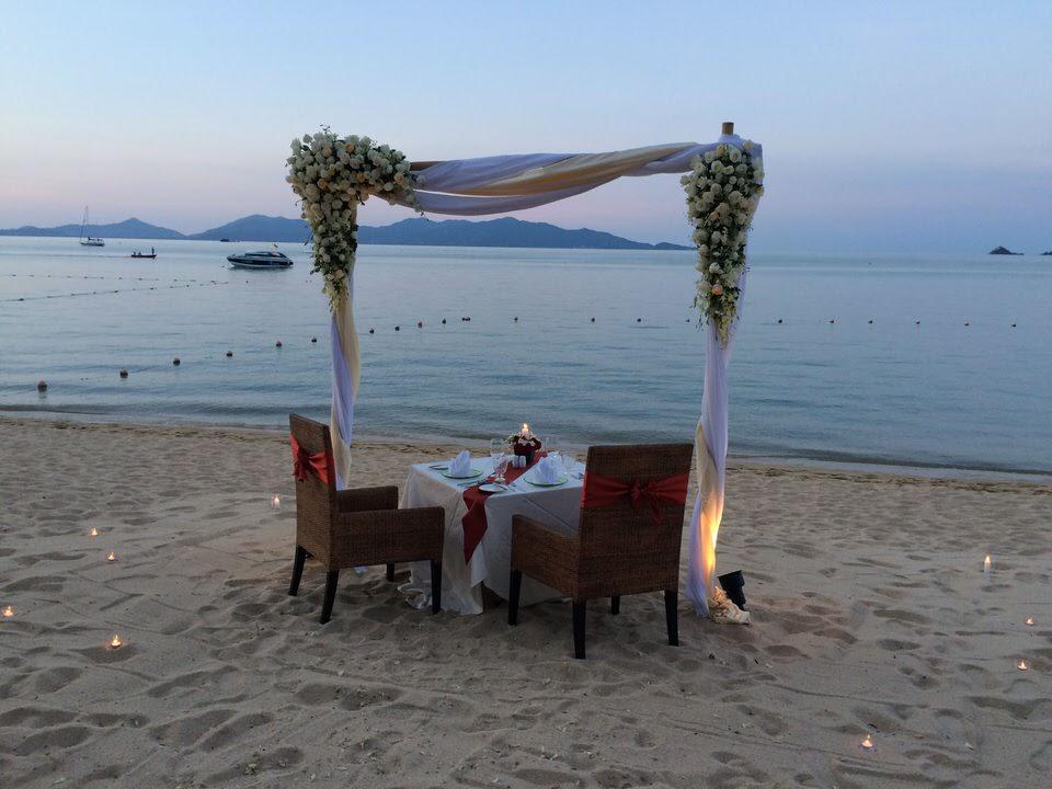プライベートビーチでディナー