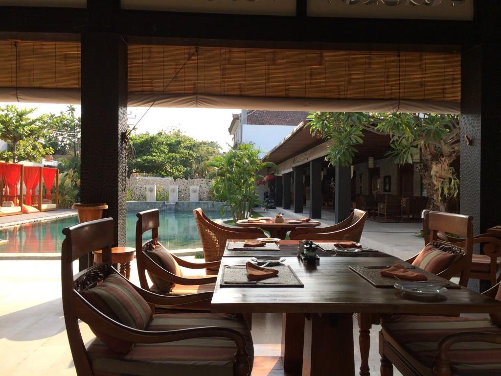 レストランからの眺め プール・受付側