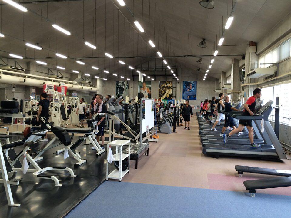 施設充実のトレーニングジム