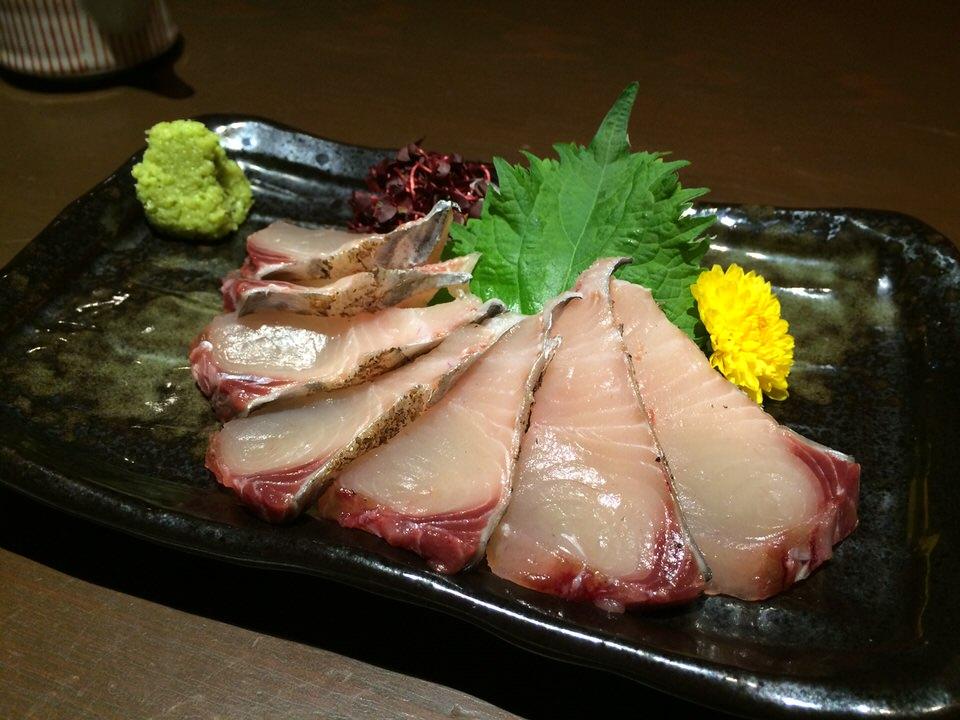 鮮魚のお造り (鰆の炙り刺し)