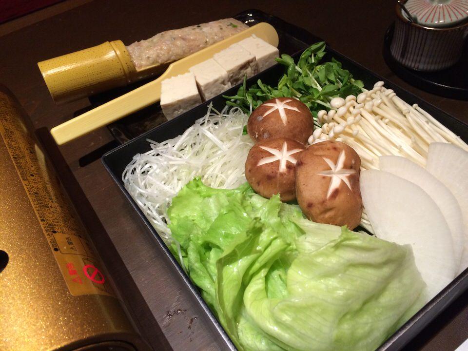 白髪ねぎ、レタス、白菜、エノキ、しいたけ、大根、島豆腐、つくね