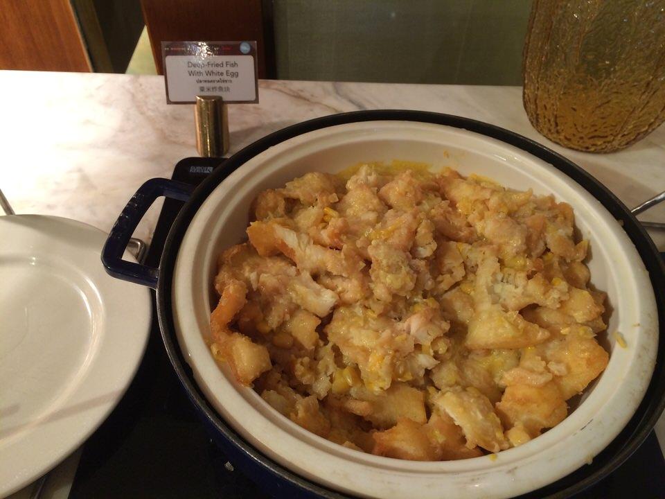 揚げた魚と卵白の炒め物