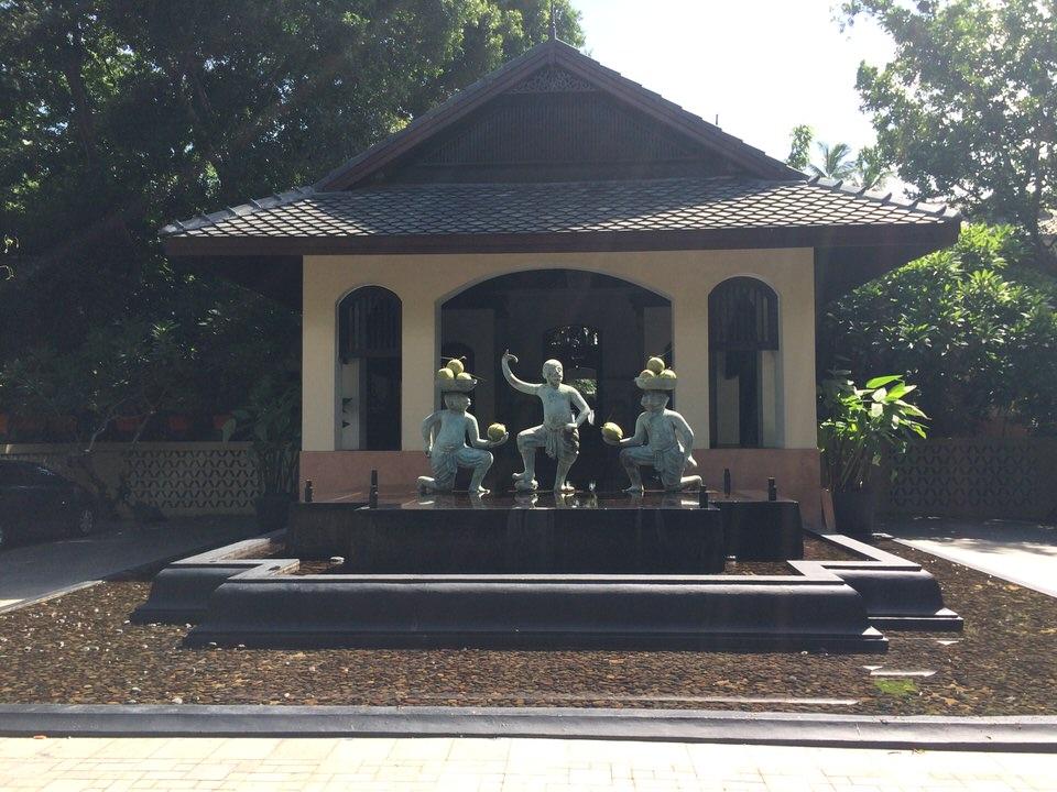アナンタラ ボープットの入り口で迎えてくれる猿たち