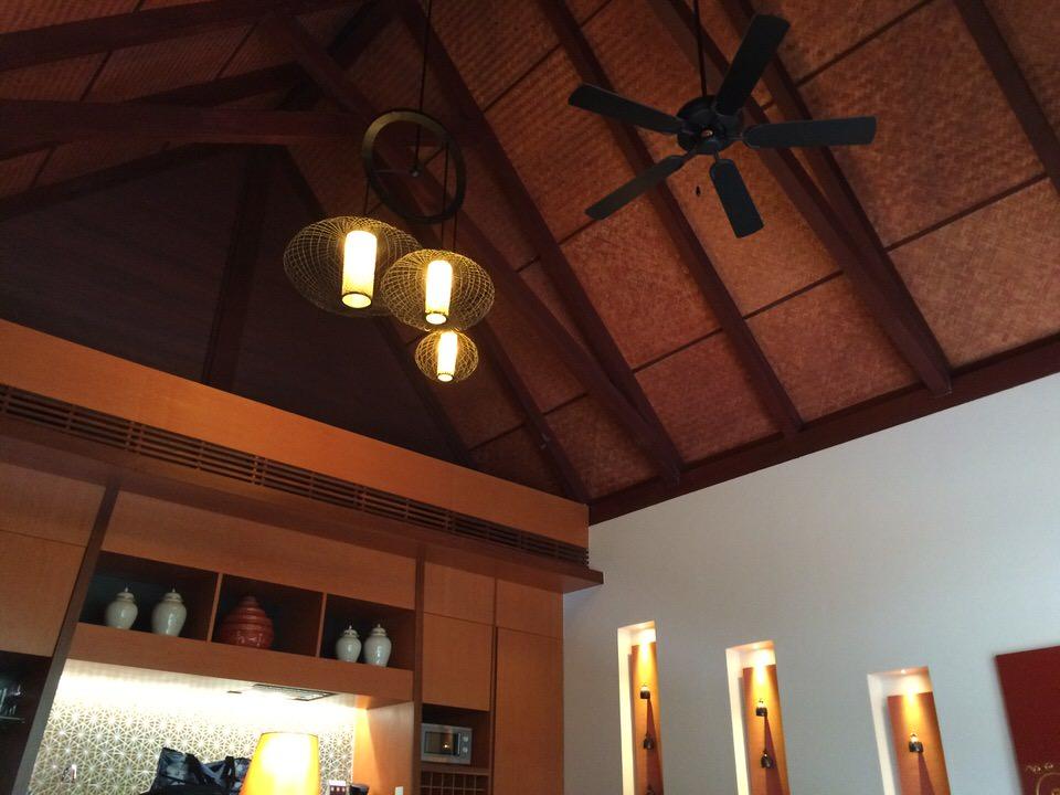 開放感のある高い天井