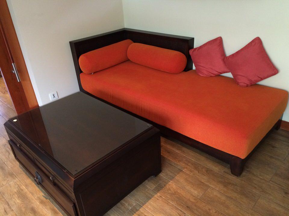 ベッドルームに置かれたソファー