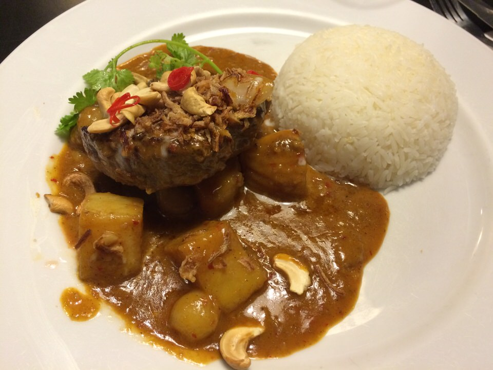 Beef Massaman Curry (ビーフマッサマンカレー) 590THB