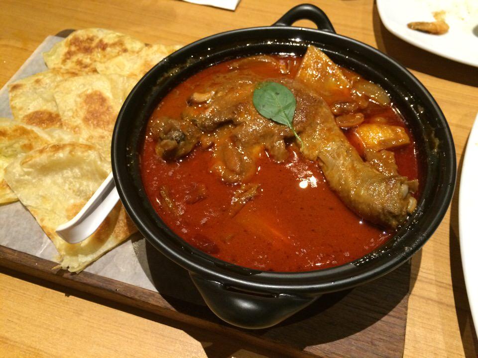 チキンマッサマンチキンカレー (Massaman gai gup Roti) 300THB
