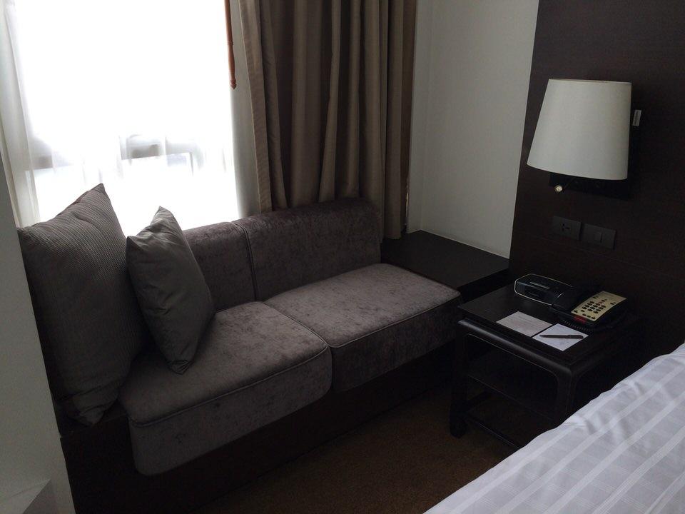 メインベッド脇のソファー