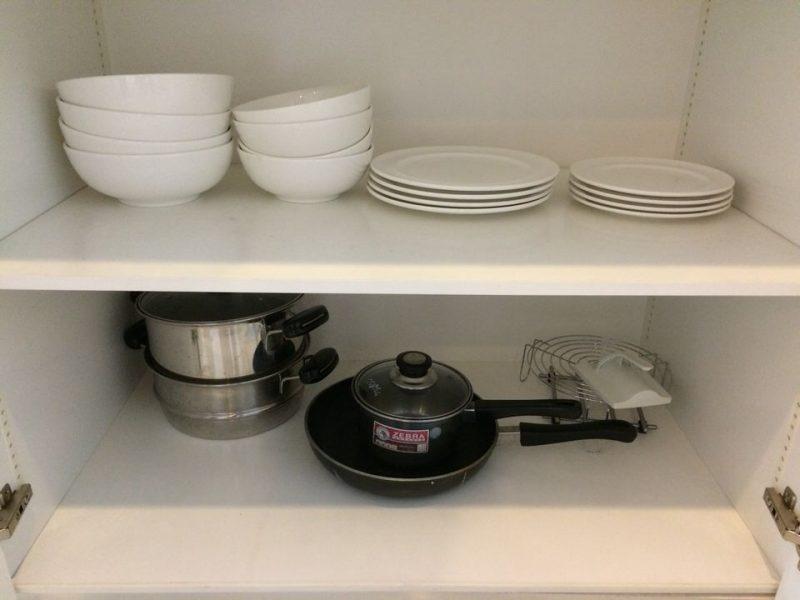 食器にフライパン、鍋など