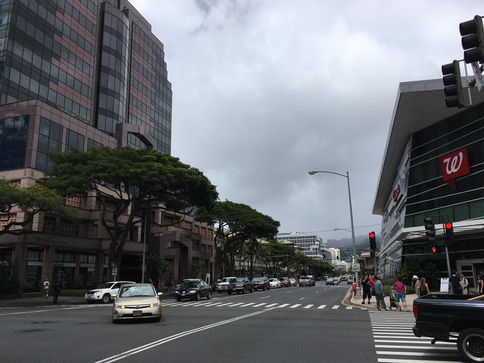 アラモアナセンターからのびるキーアウモクストリート(Keeaumoku Street)