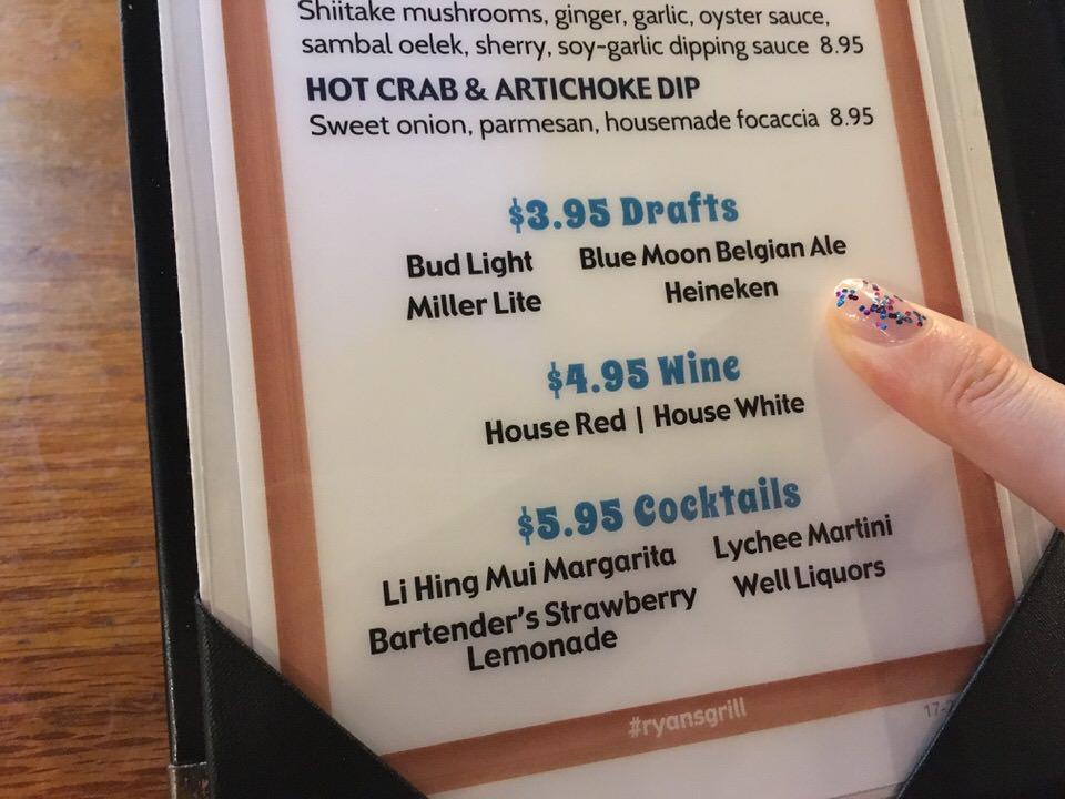 ハッピーアワーのビールは$3.95、ワインは$4.95