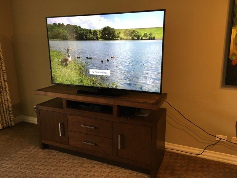 巨大なテレビ