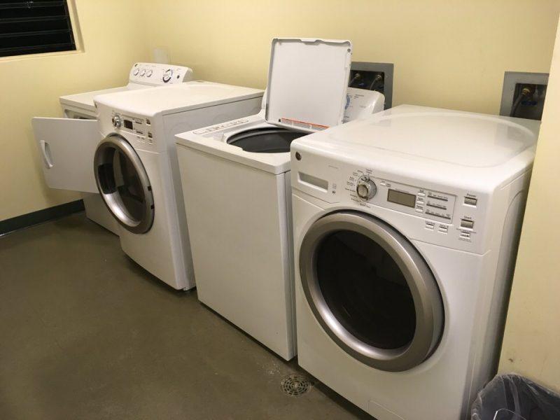 各階のエレベーター裏の部屋に設置された洗濯・乾燥機