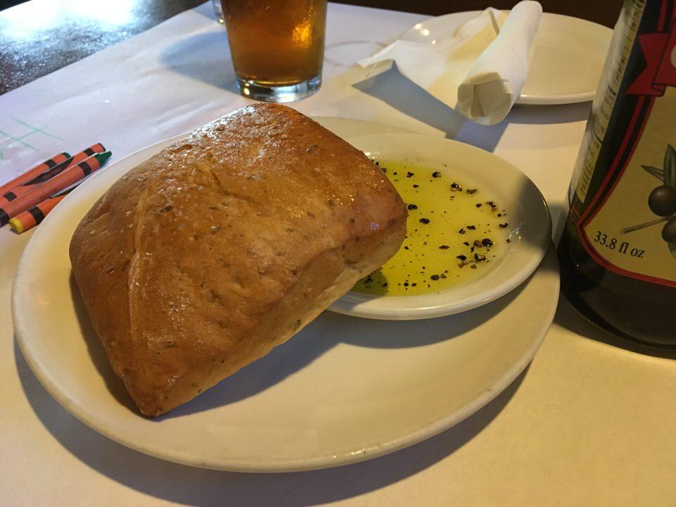 お通しの大きなパン