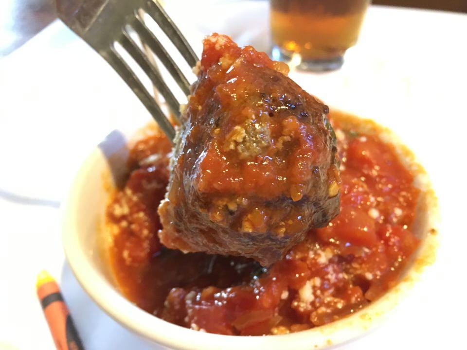 リコッタチーズ入りスパイシーミートボール (Spicy Ricotta Meatballs) $8.00