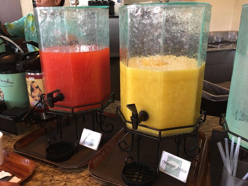 グァバジュースにオレンジジュース