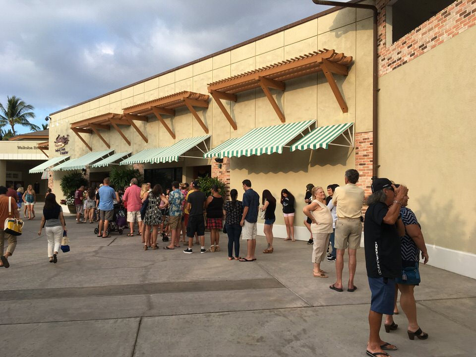 料理半額の日曜日は開店前に長蛇の列が