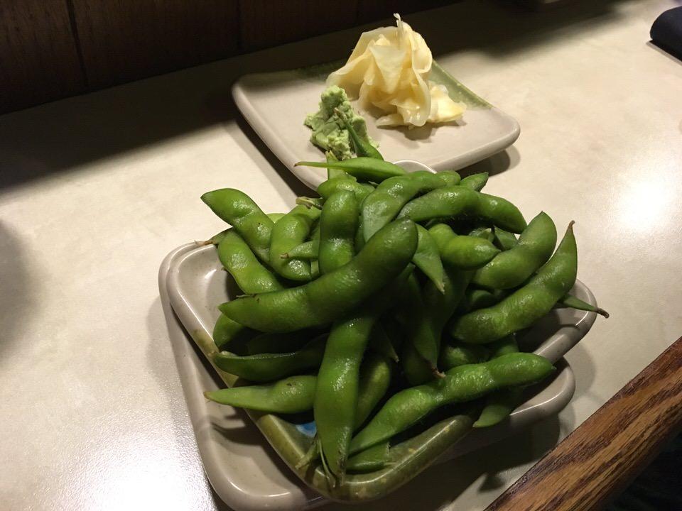 お通しの枝豆とガリ