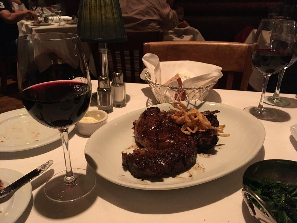 ステーキは赤ワインと共に
