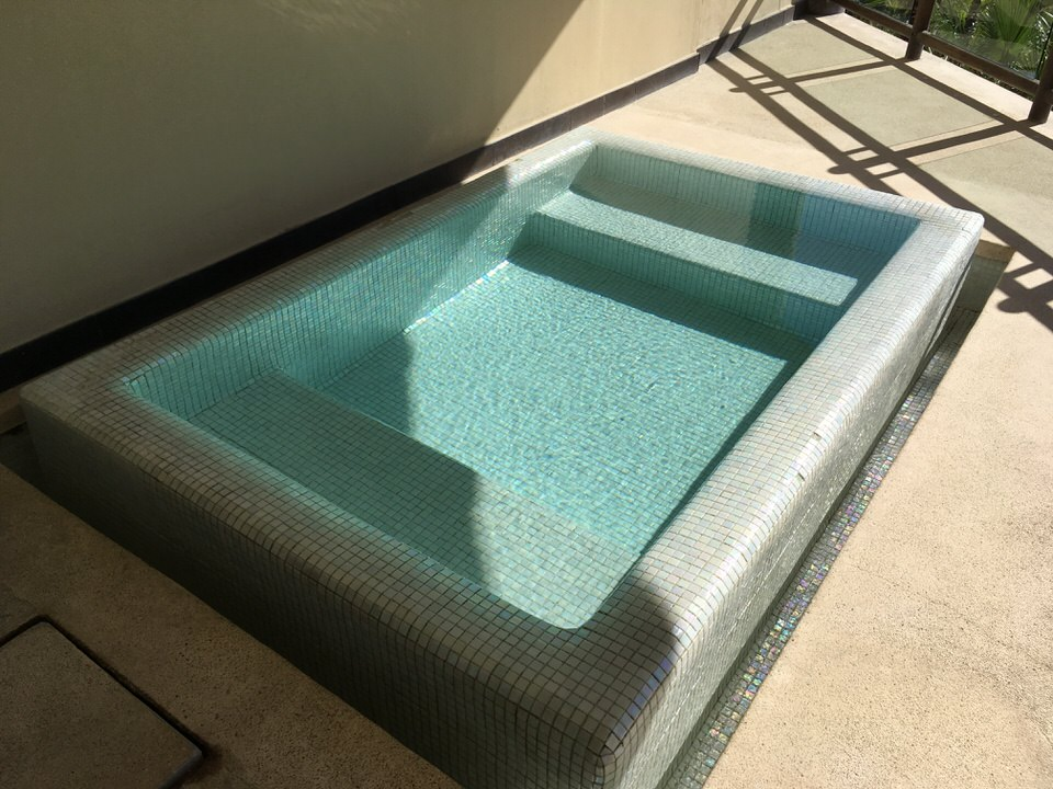 テラスに設置された小さなプール