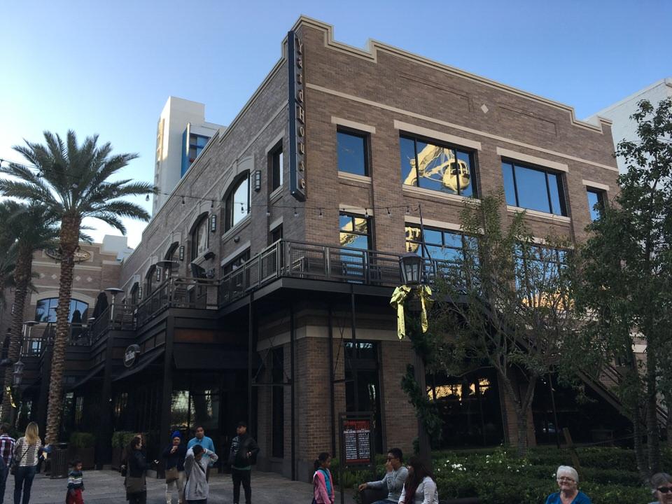 ラスベガス ザ・リンク店は3階建ての大きな建物