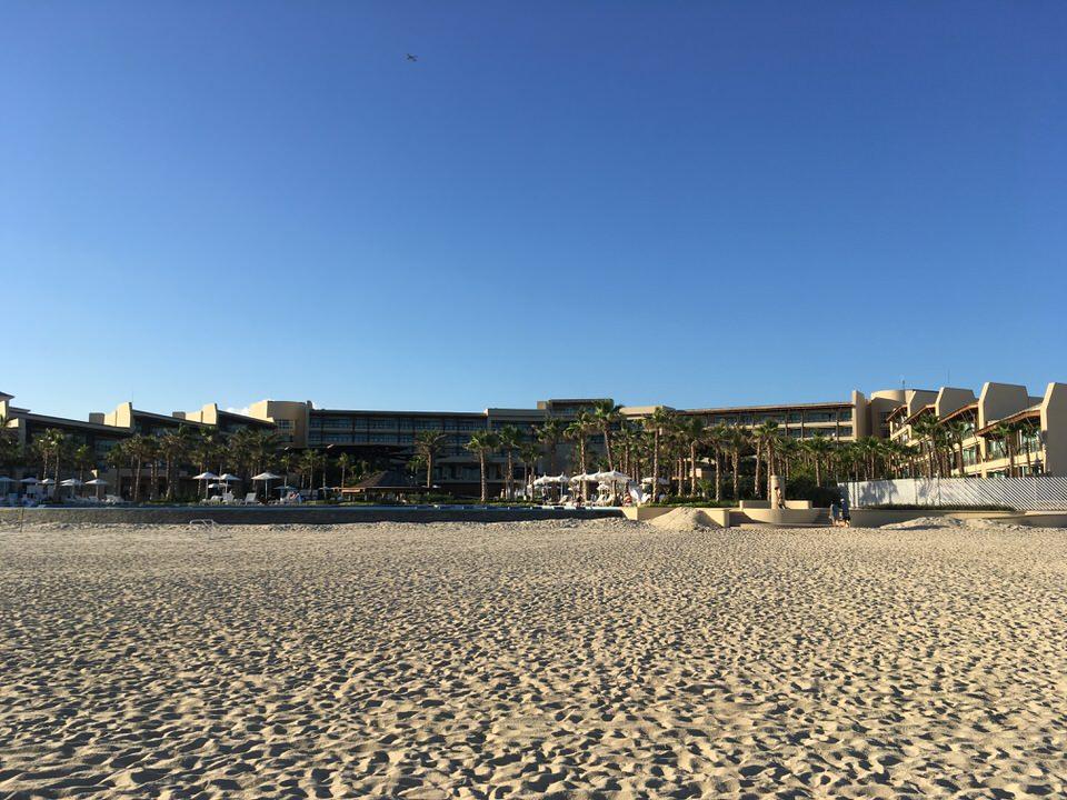 ビーチから見たグランド・マヤ・ロスカボス