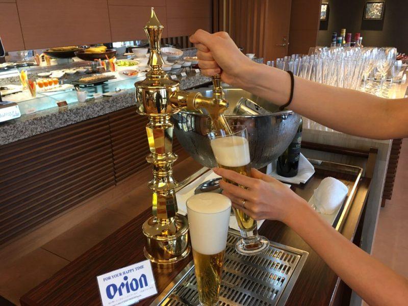 エグゼクティブラウンジおカクテルタイムでは生のオリオンビールが飲めます!