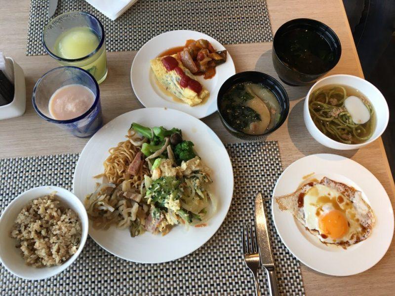 まずは沖縄料理と卵で