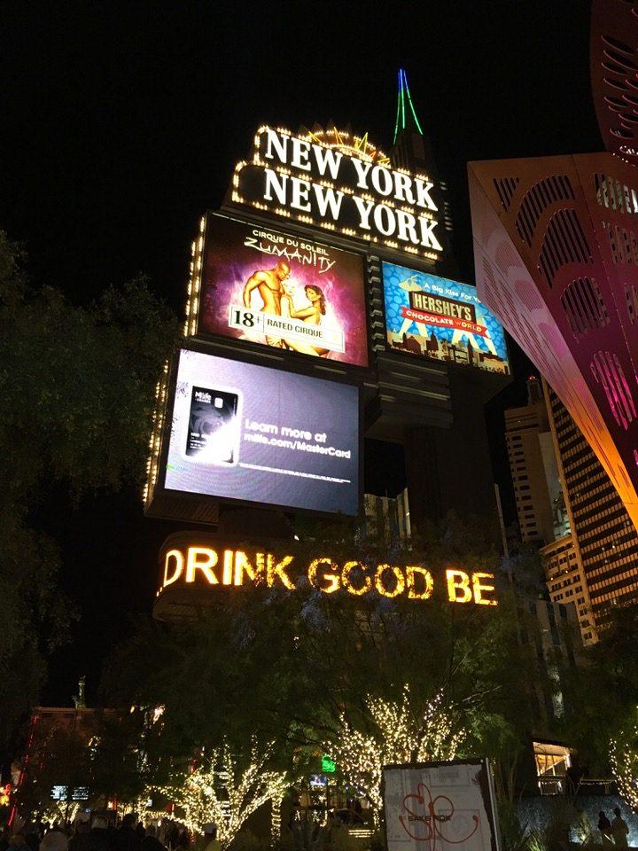 ニューヨークニューヨーク ホテル&カジノの看板