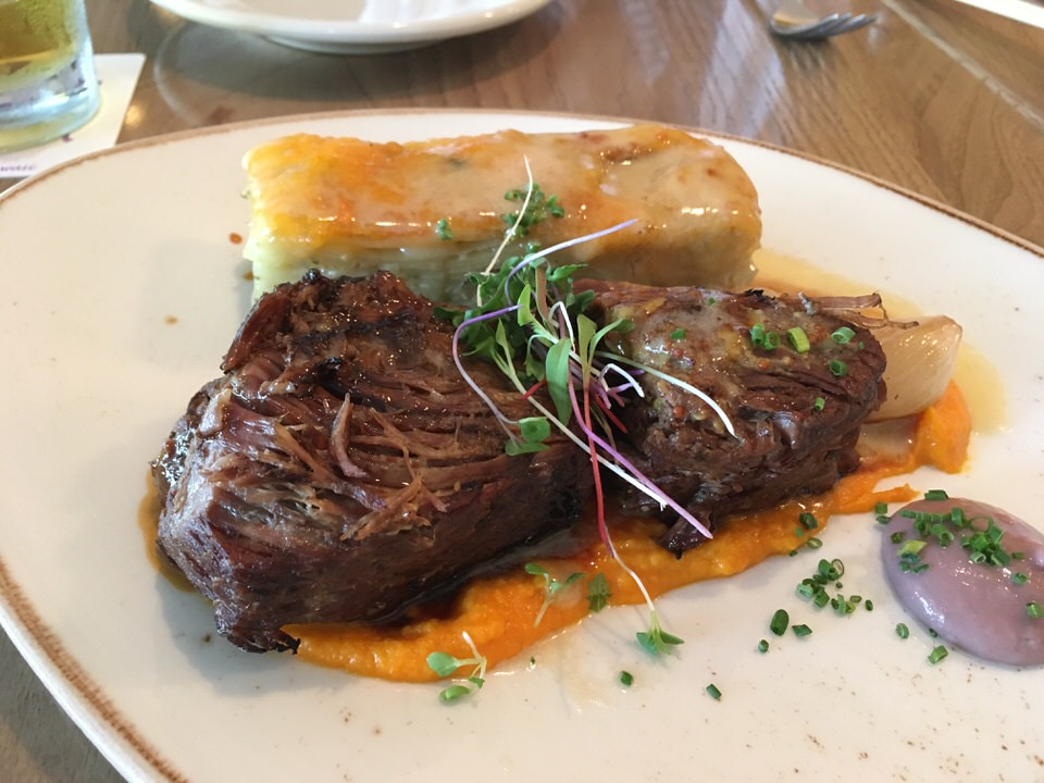 メインに選んだ牛肉のショートリブ (Charboiled Beef Short Ribs )
