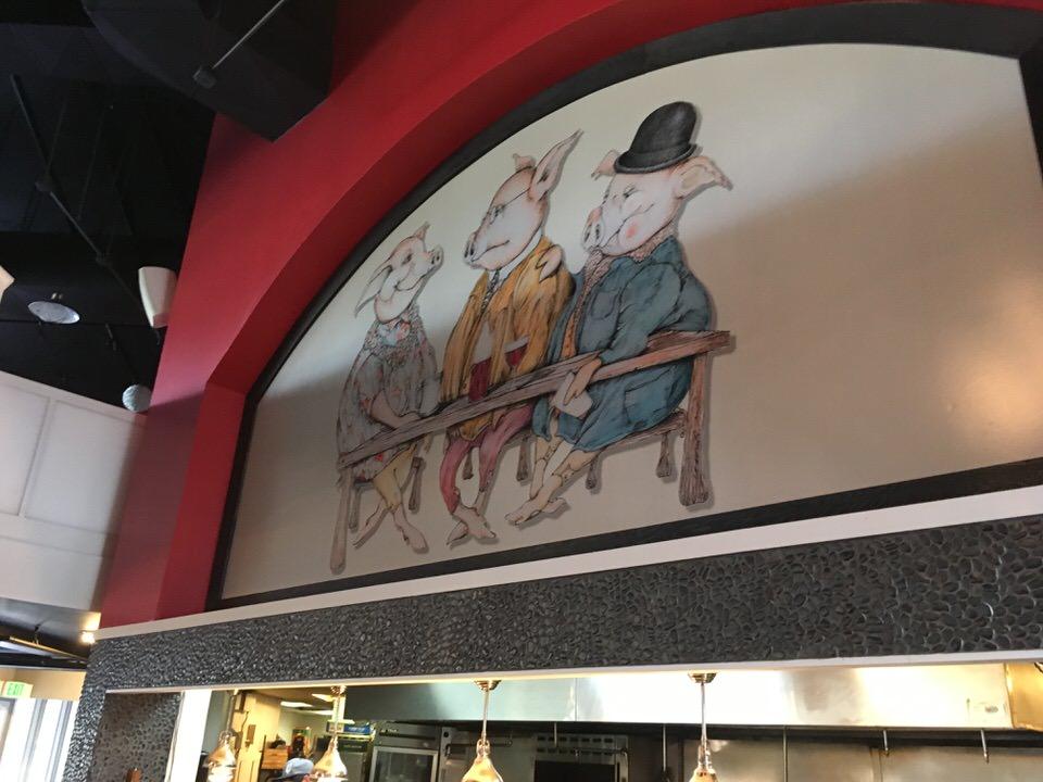 前のお店の3匹の豚の絵はそのまま