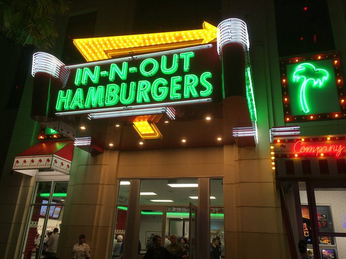 IN-N-OUT お店外観