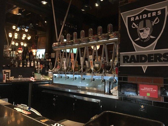Guy Fieris Vegas Kitchen & Barの生ビールサーバー