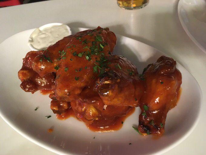 チキンウィング Chicken Wings 8ドル (通常13ドル)