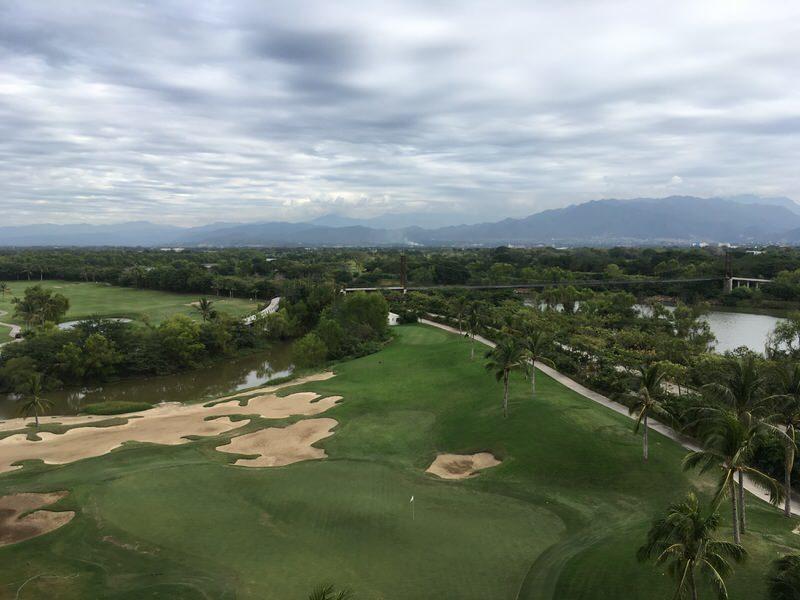 部屋からの風景。目の前がゴルフコース