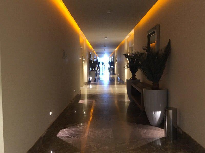 グランドラックス ヌエボバヤルタのゴージャスな廊下