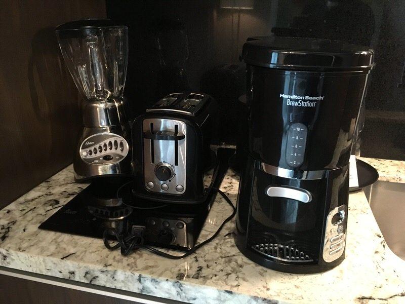 コーヒーメーカー、ミキサー、トースター