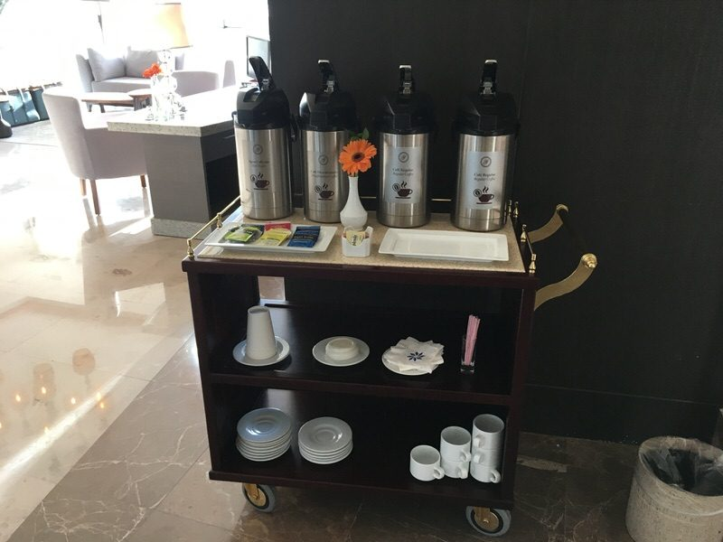 各階に毎朝用意される無料のコーヒー