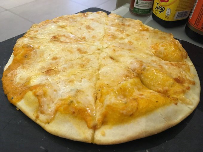 無料のピザ