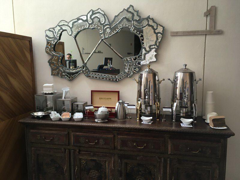 毎朝無料で用意されるコーヒー・紅茶
