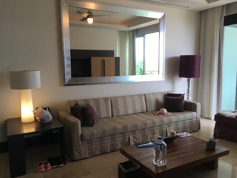 リビングルームのソファー