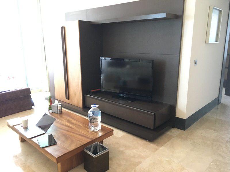 リビングルームのテレビ