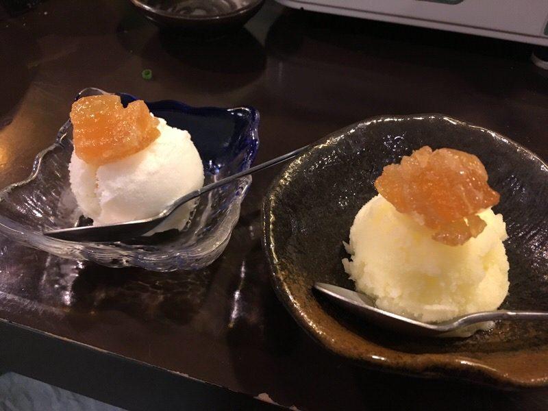 デザートの塩パインのアイスクリームとシークワーサーのシャーベットの冬瓜漬乗せ
