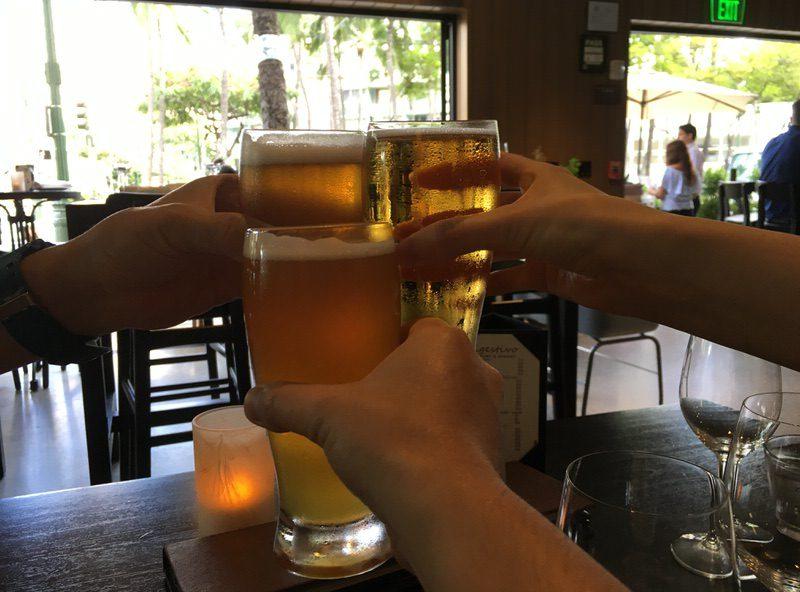 ハッピーアワーのビールで乾杯!