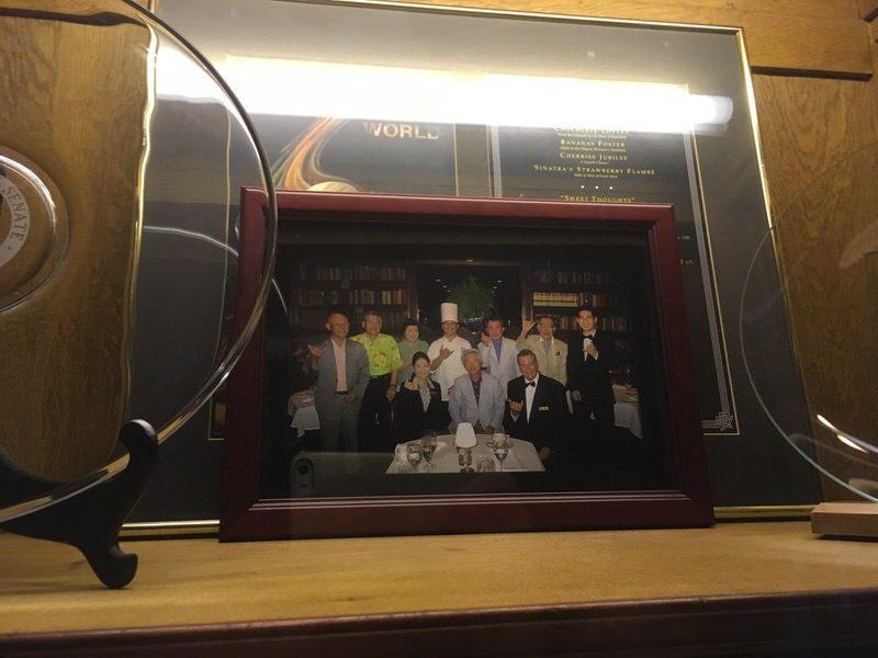 入り口に飾られた小泉元首相の写真