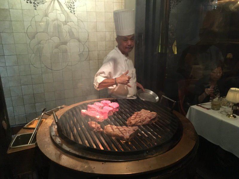 アロハしてくれたステーキを焼く職人さん