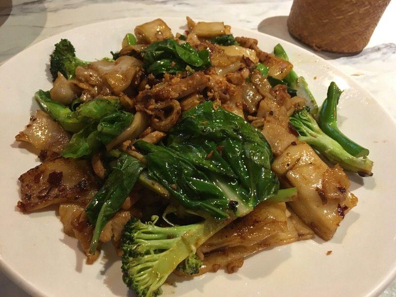 47. Drunkard's Noodles (Pad Ki Mao) with Chicken 12.99ドル